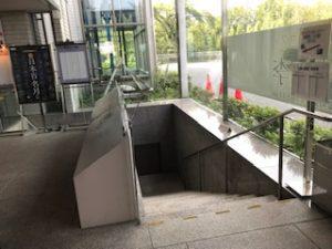掬水亭から西武園ゆうえんちに直通の階段